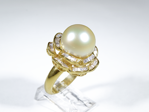 Pearl and Diamond Ring, Set in 18k Yellow Gold