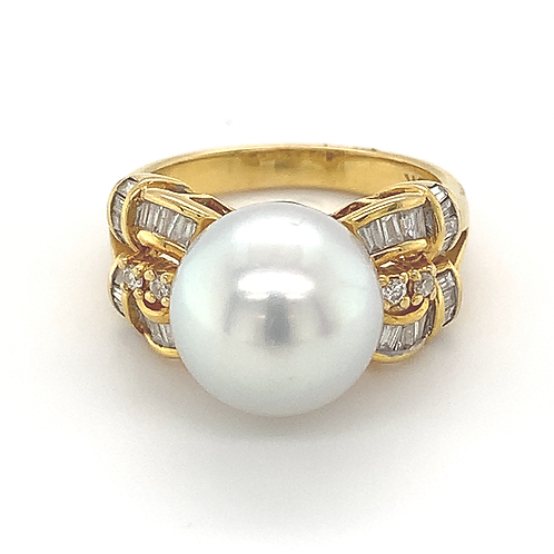 White South Sea Pearl and Diamond Ring, in 18k Yellow Gold