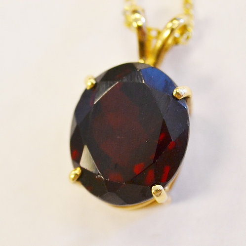 Garnet Soliatire Pendant in 14k Yellow Gold