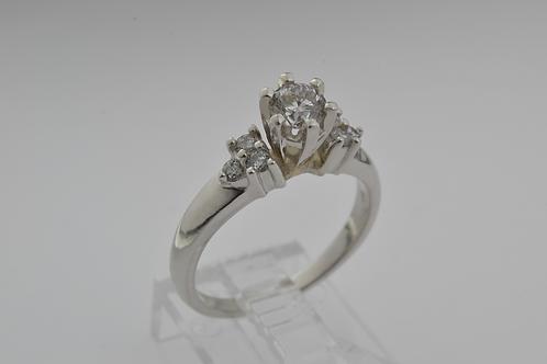 Round Diamond Ring, in Platinum