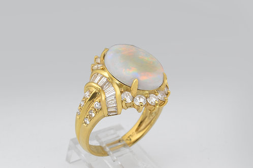 Fireopal and Diamond Ring in 18k Yellow Gold
