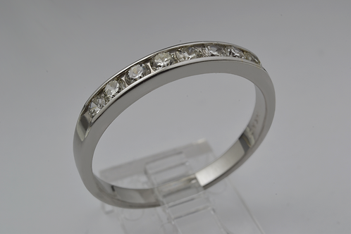 Round Brilliant-cut Diamond Channel set Band in 14k White Gold