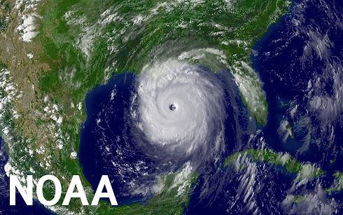 PHOTO-eyewall2-hurricane-katrina -082805