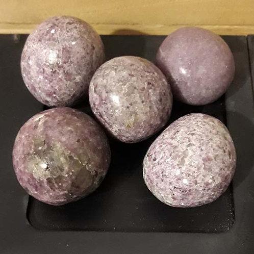 Lépidolite (forme boule)  en pierre roulée