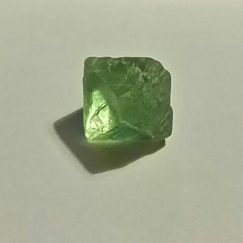 Fluorite octaèdre verte (ou fluorine) diamètre de 2 cm environ