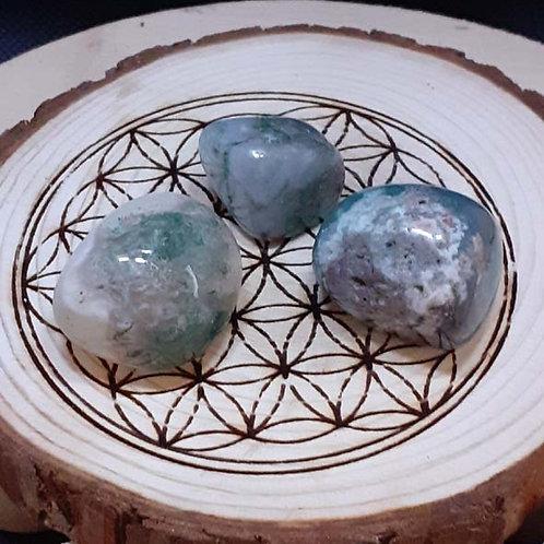 Agate mousse, pierre roulée