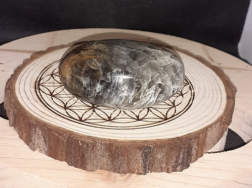 Pierre de lune noire, galet de 83 g