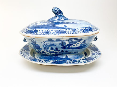 19th Century (1860s to 1880s) Blue and White Porcelain Export (Repaired) - China