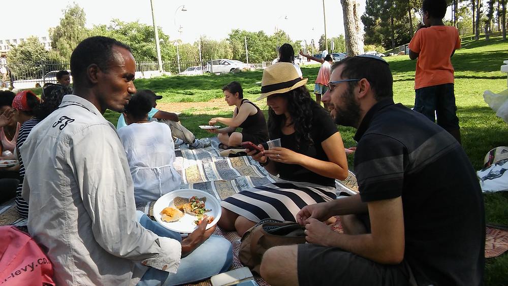 מורים ותלמידים בפיקניק בגן העצמאות