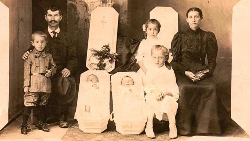 Victorian family photo with dead infants