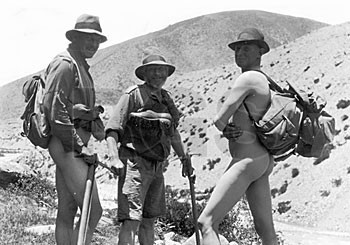George Mallory naked on Everest