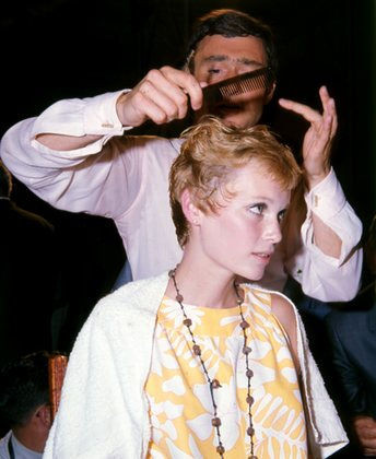 Vidal Sassoon giving Mia Farrow her iconic pixie cut