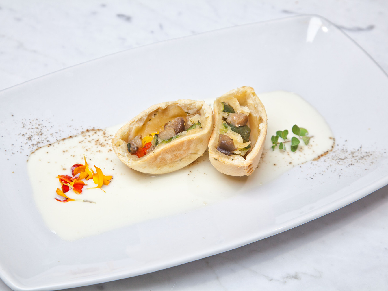 Panada Vegan di verdure dell'orto con vellutata di pecorino vegetale