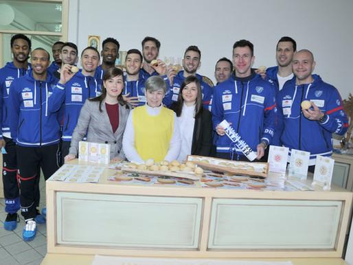 I Giganti della Dinamo Banco di Sardegna mangiano le nostre panadas