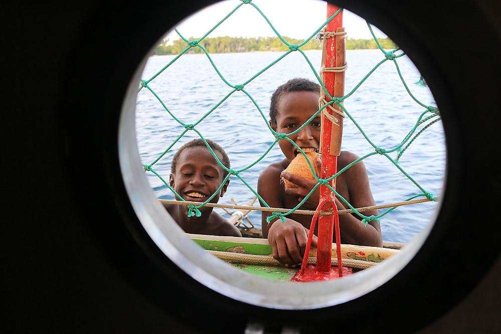 Diese Kiddies haben uns frische Kokosnüsse aufs Schiff gebracht. YUM!:)