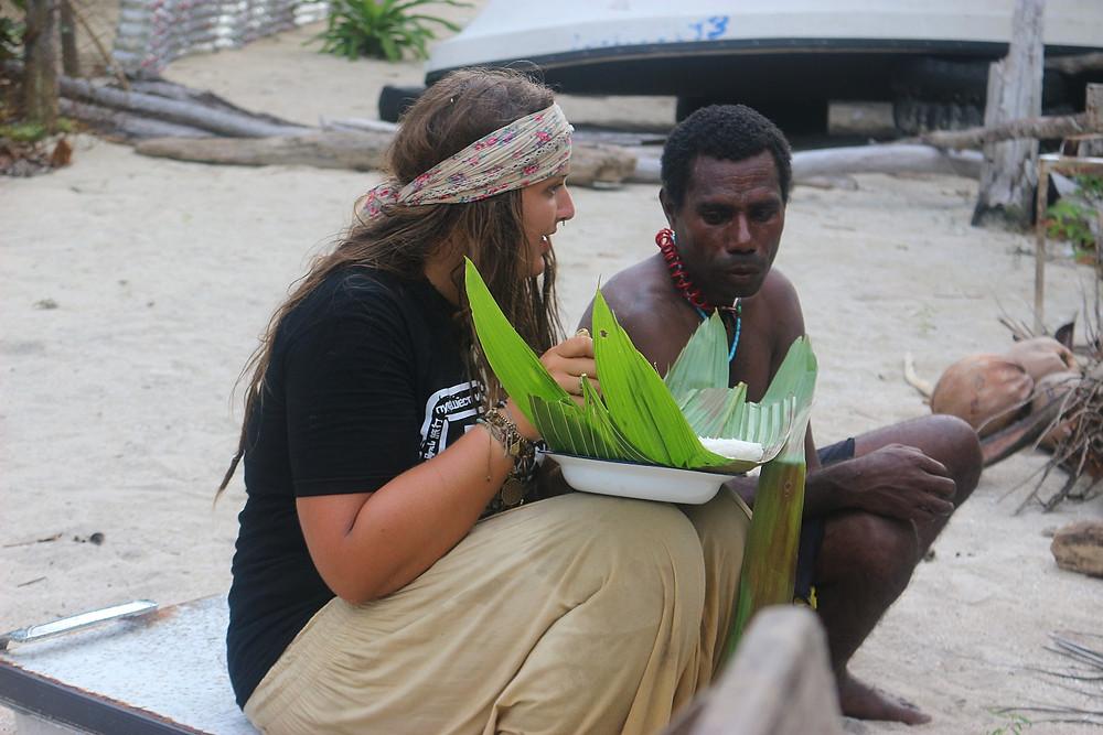 Das Festmahl, serviert auf Palmenblättern.