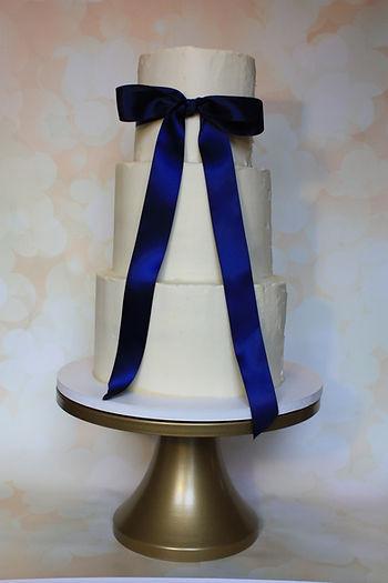 Smooth butterbuttercream wedding cake ribbon