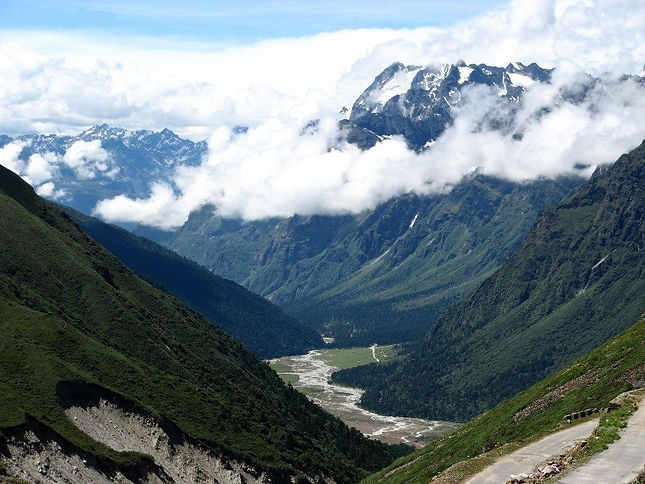Yumthang_valley,_Lachung_Sikkim_India_20