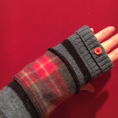 Reloved Woollies recycled wristwarmers