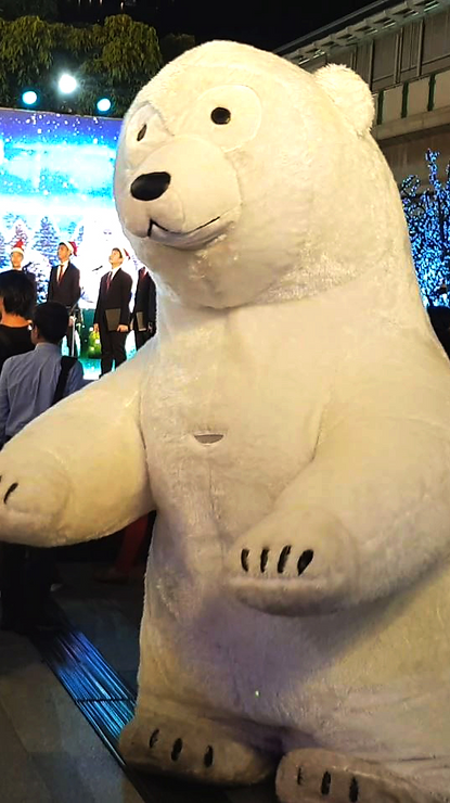 mc_polar_bear_with_santa4_edited.png