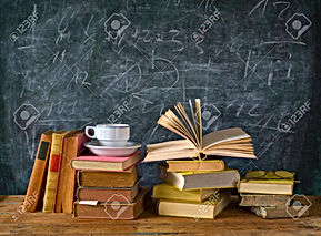 44560396-libros-taza-de-café-pizarra-edu