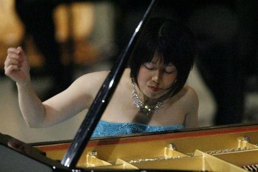 reiko_1_piano.jpg