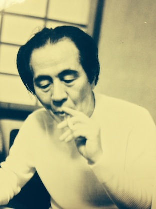 ifukube_smoking_long_sleeves.JPG