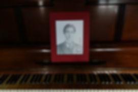 lorena_piano.jpg