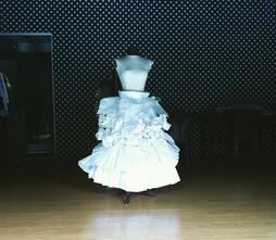 Falda de papel: Cecilia Morales y Alejandro Duffau