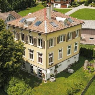 Auftrag: Verkauf Objekt: ZWEI Eigentumswohnungen auf ZWEI Etagen, im ehemaligen Schulhaus Ort: Urnäsch