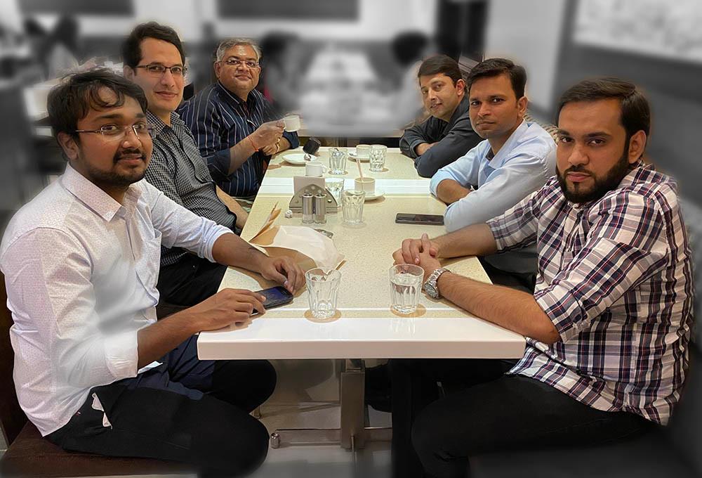 KViZ Academy team with the participants.