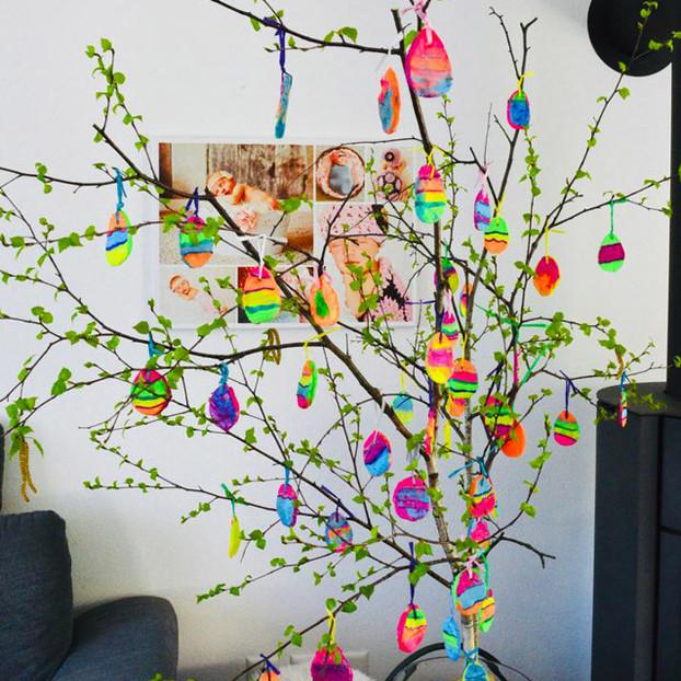 Il nostro albero di Pasqua arcobaleno (Maelle)