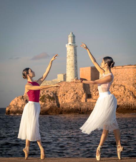 _Y5A3258 Ballerinas in front of Morro Li