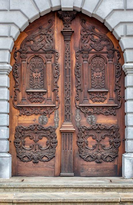 _E7A0622 Door in Europe web ready.jpg