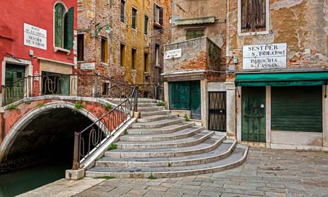 _S5C6163 Venice bridge and old buildings