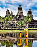 _C2A0577 Monks at Angkor Wat - Copy.jpg