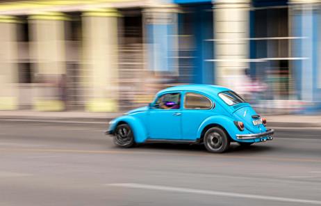_Y5A1986 Motion blur of blue VW Bug web