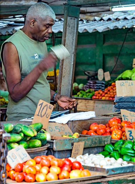 _E7A6849 Man selling veggies web ready.j