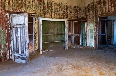 _Y5A1012 Kolmanskop rooms web ready.jpg