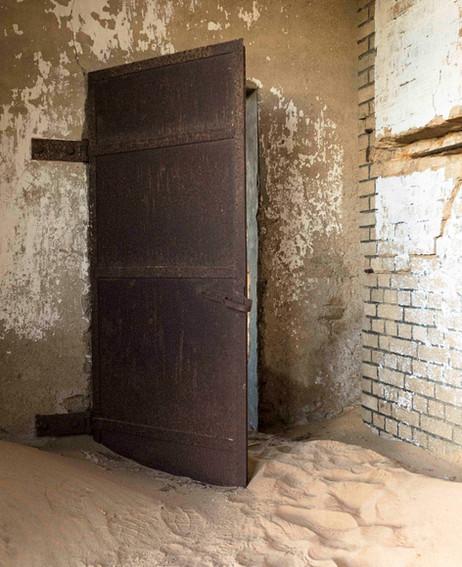 _Y5A1049 Kolmanskop steel door web ready