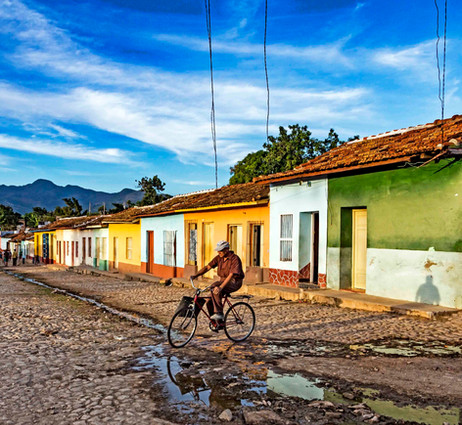 _E7A9462 Man on bicycle in Trinidad neig