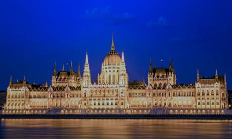 _E7A2148 Hungarian Parliament at Blue Hour.jpg