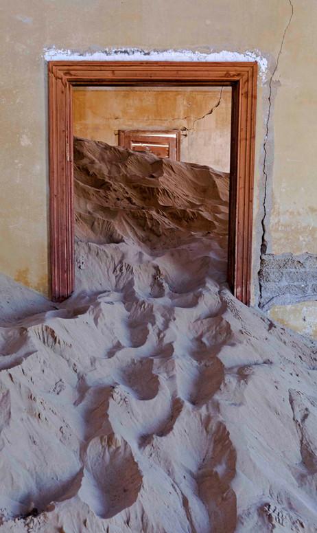 _Y5A0936 Kolmanskop doorway web ready.jp
