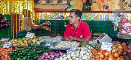 _Y5A2609 Veggie vendor in market in Hava