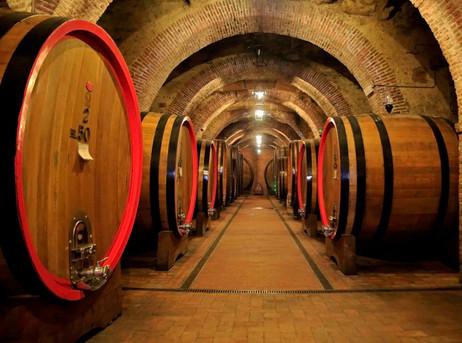 _E7A5176 Wine barrels high ISO web ready