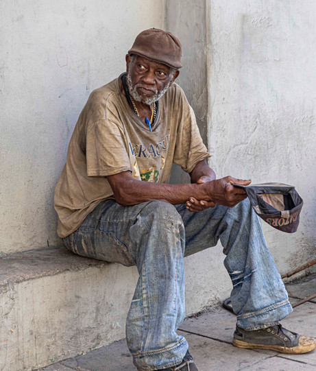 _Y5A2957 Man on the street in Havana web
