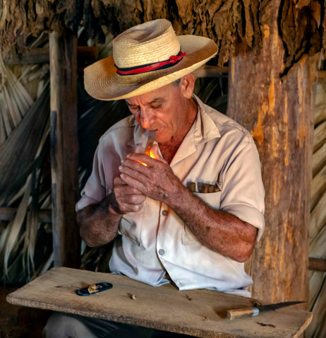 _E7A8710 Farmer with cigar web ready.jpg