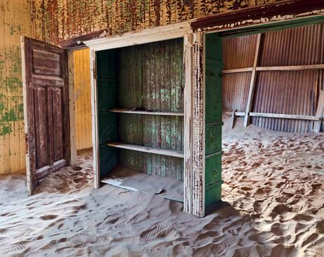 _Y5A1019 Kolmanskop door and room web re