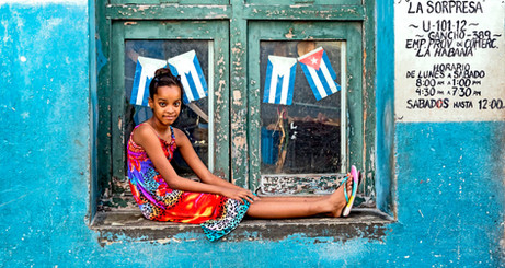 _E7A6456 Young girl sitting in window - surprise.jpg