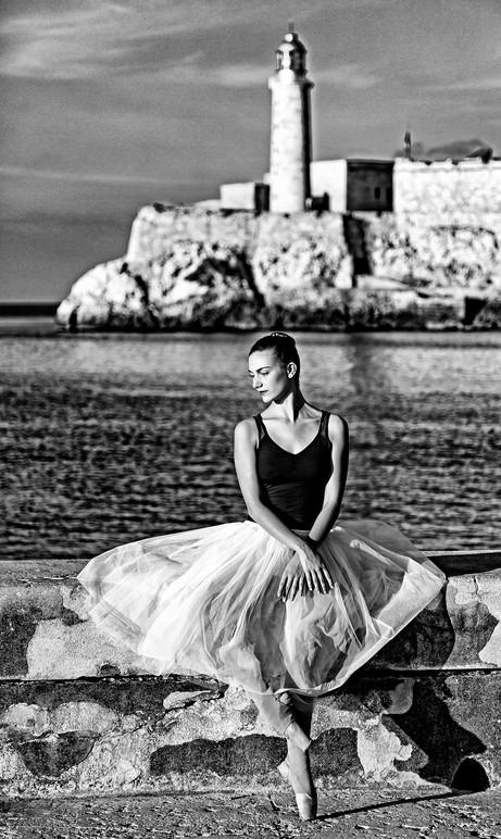 _E7A7557 Ballarina with lighthouse background B&W.jpg